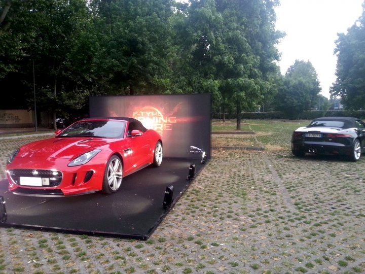jaguar-f-type-burning-desire-milano-01
