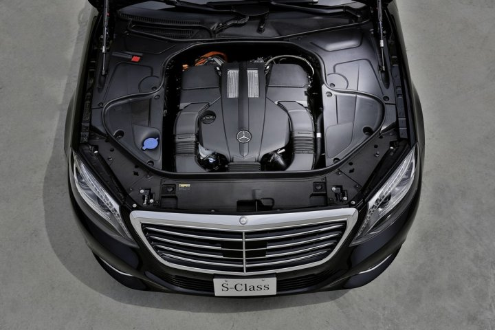 mercedes-s500-hybrid-plugin-motore
