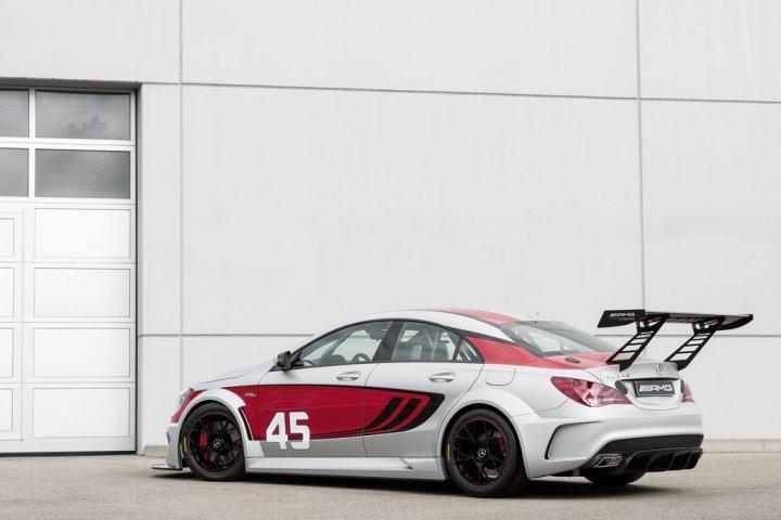 mercedes-cla-45-amg-racing-series-tre-quarti-posteriore
