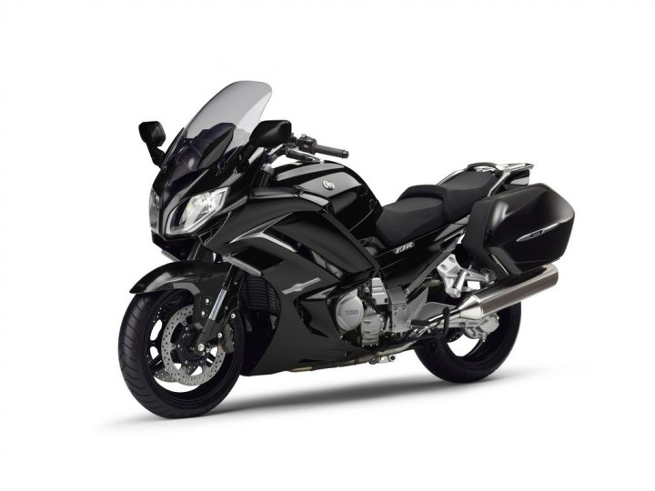 yamaha-fjr1300ae-midnight-black-fronte-laterale-sinistro