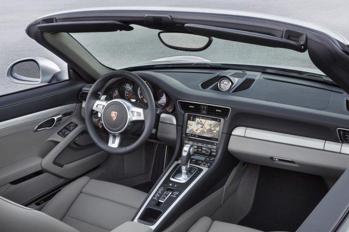 porsche-911-turbo-cabrio-interni