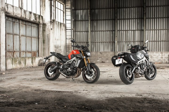 yamaha-mt-09-my-2014-sport-version-e-touring-version