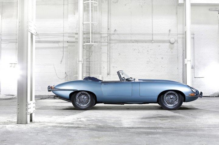 Jaguar-E-Type-Lato