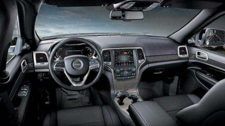 jeep-grand-cherokee-laredo-interni