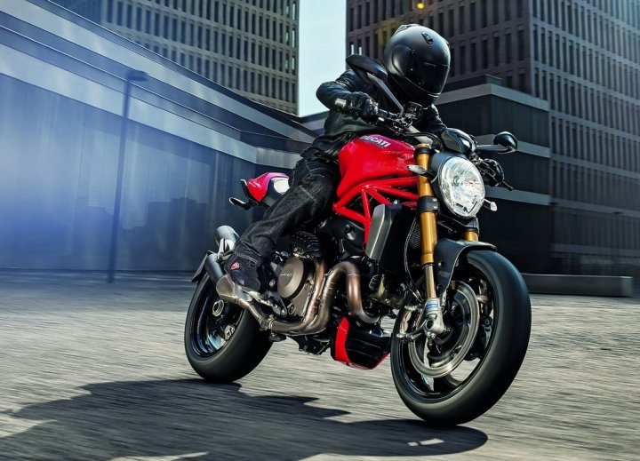 ducati-monster-1200-s-movimento