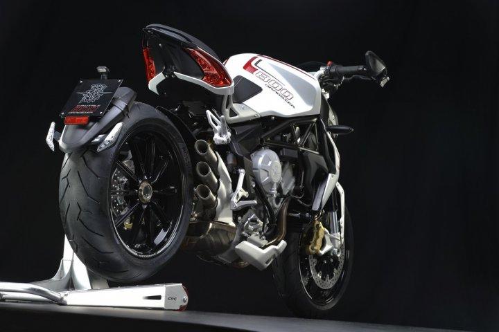 mv-agusta-brutale-800-dragster-bianca-2