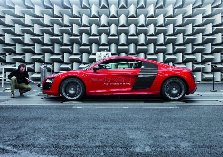 Audi-e-tron-Audio-Lato