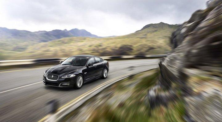 jaguar-xf-r-sport-tre-quarti-anteriore