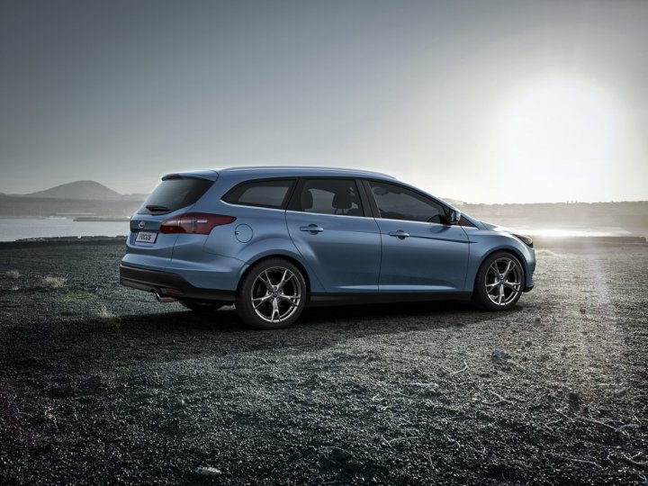 ford-focus-wagon-laterale