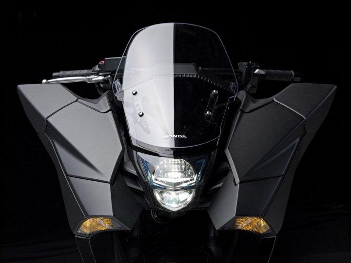 honda-nm4-vultus-faro-anteriore