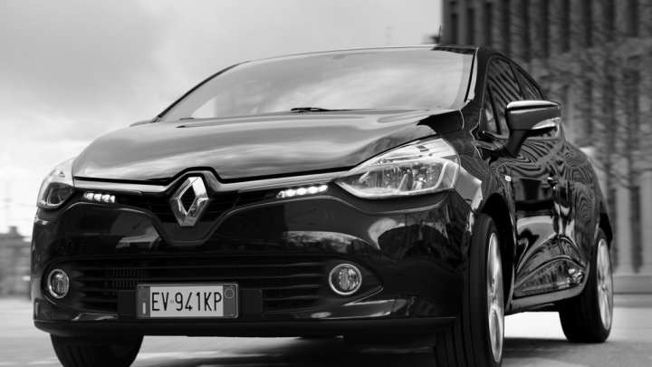 renault-clio-costume-national-fronte