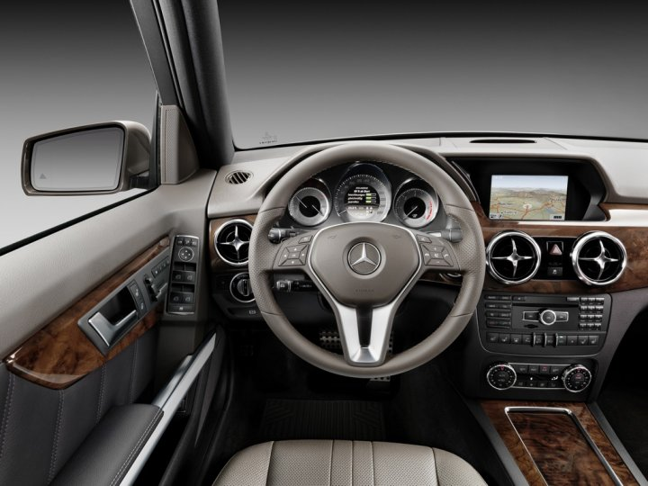 Mercedes-Benz-GLK-2012-Cruscotto