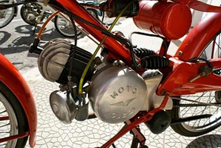 Moto-Guzzi-65-Guzzino-Motorino