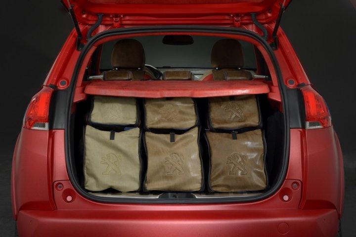 Peugeot-2008-Castagna-Bagagliaio-con-Borse