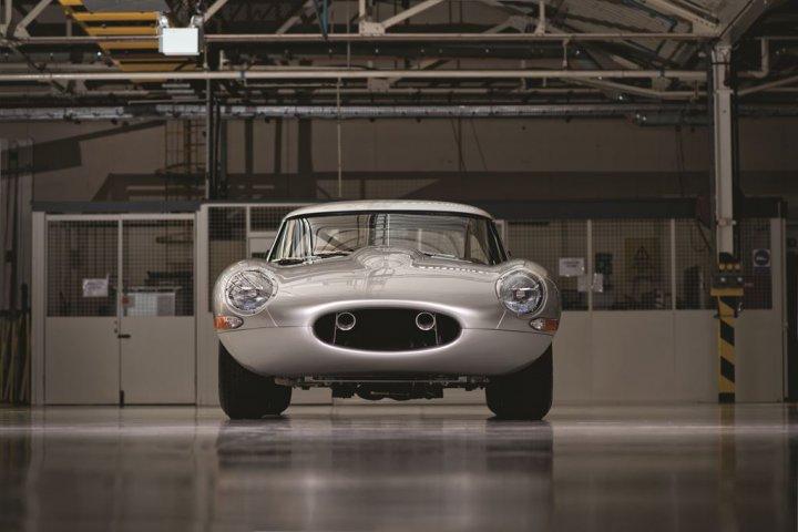 Jaguar-E-Type-Lightweight-27