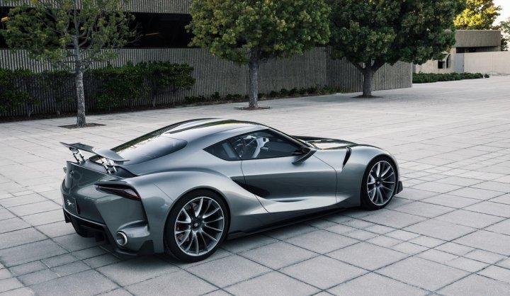 Toyota-FT-1-Argento-1