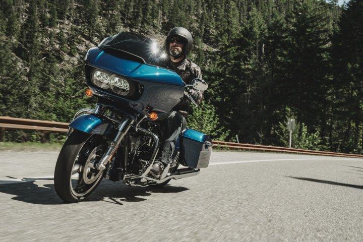 Harley-Davidson-Road-Glide-Special-in-Strada-4