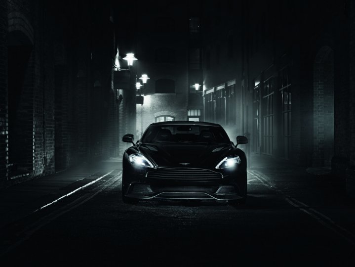 Aston-Martin-Vanquish-Carbon-1