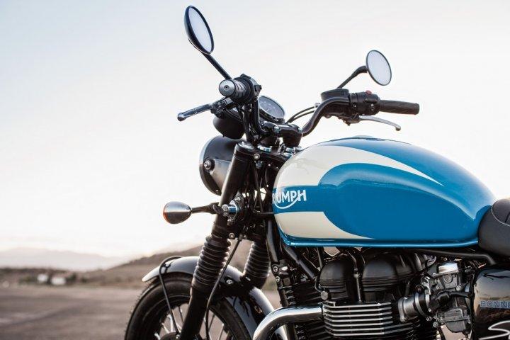 Triumph-Bonneville-Spirit-2
