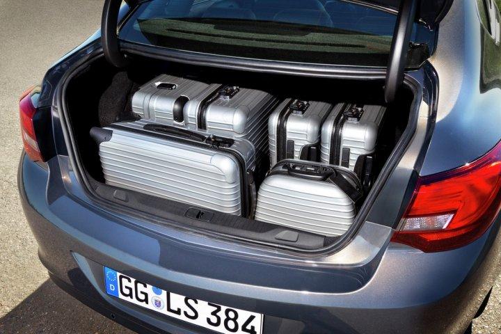 opel-astra-sedan-bagagliaio