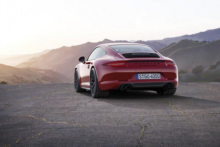 Porsche-911-Carrera-GTS-4