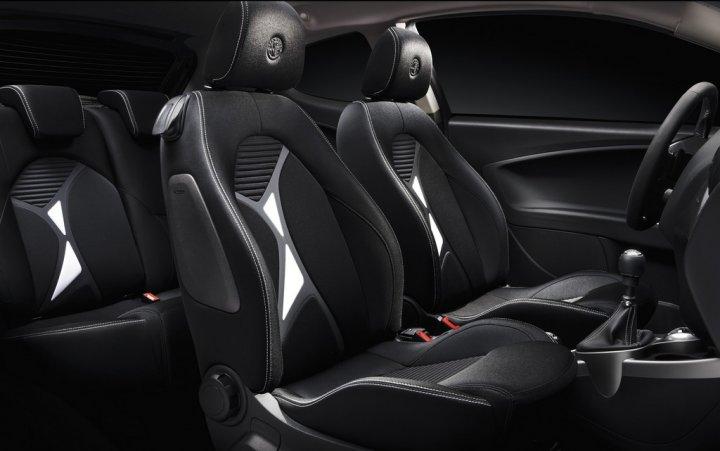 Alfa-Romeo-MiTo-Junior-Interni