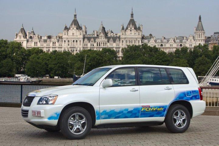Toyota-FCHV-adv-2010
