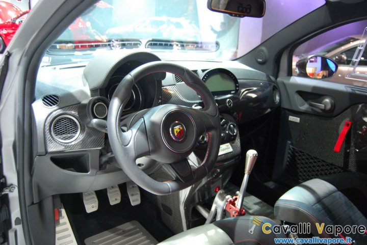 Abarth-695-Biposto-LIVE-13