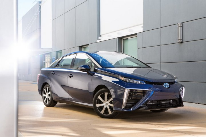 Toyota-Fuel-Cell-Vehicle-01