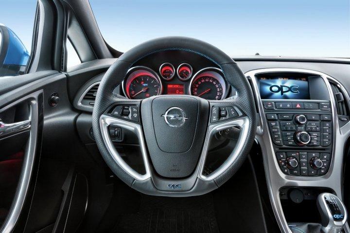 Opel-Astra-OPC-Cruscotto