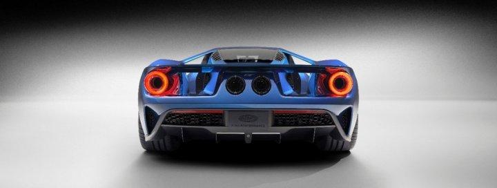 Ford-GT-Carbon-Fiber-Supercar-Posteriore