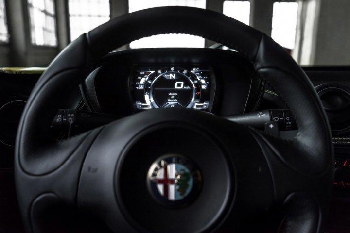 Alfa-Romeo-4C-Spider-2015-18