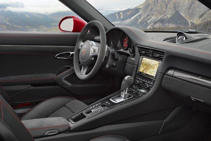 Porsche-911-Targa-4S-4