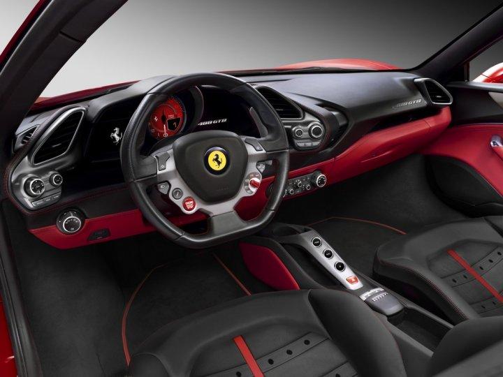 Ferrari-488-GTB-interni