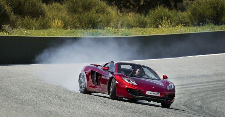 McLaren-12C-Spider-Derapata