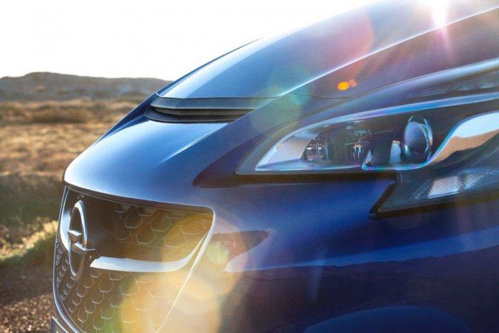 Opel-Corsa-OPC-Dettaglio-Cofano