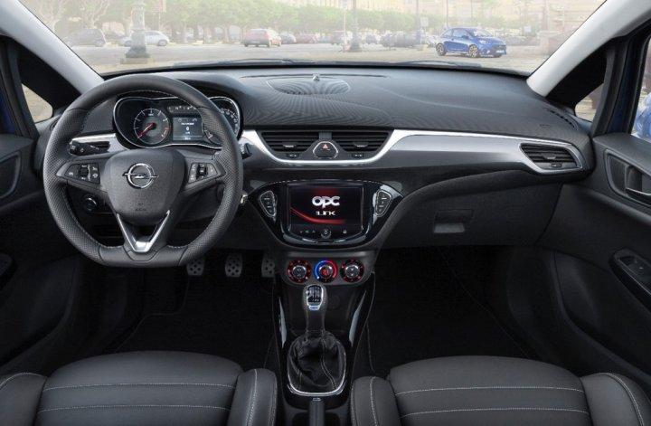 Opel-Corsa-OPC-Interno