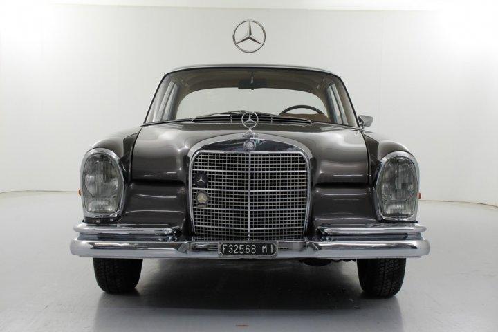 Mercedes-Benz-280-SE-2