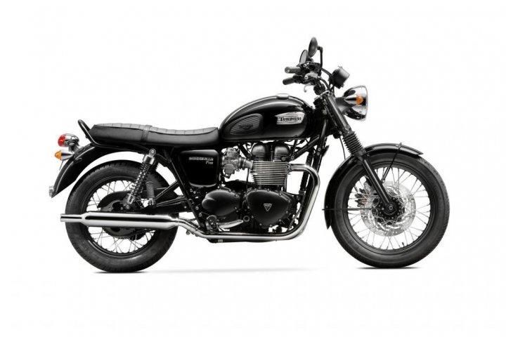 Triumph-T100-Black_studio