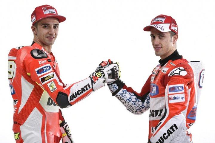 Ducati-MotGP-Team-2015-9