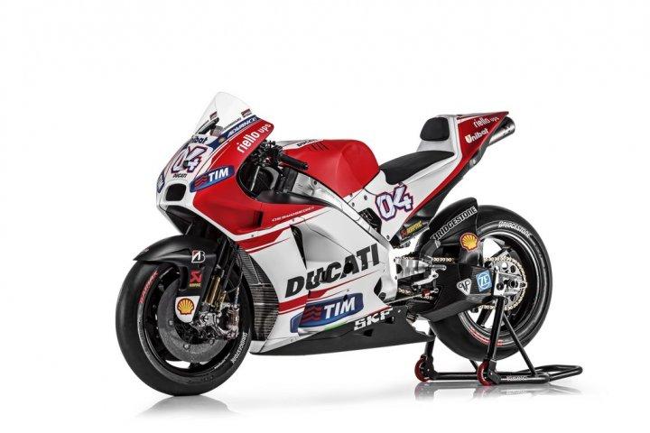 Ducati-MotGP-Team-2015-Dovizioso-5