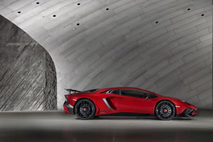 Lamborghini-Aventador-LP-750-4-SuperVeloce-Lato