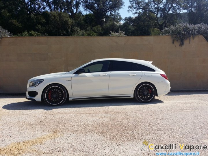 Mercedes-CLA-45-AMG-Shooting-Brake-Bianca-Laterale