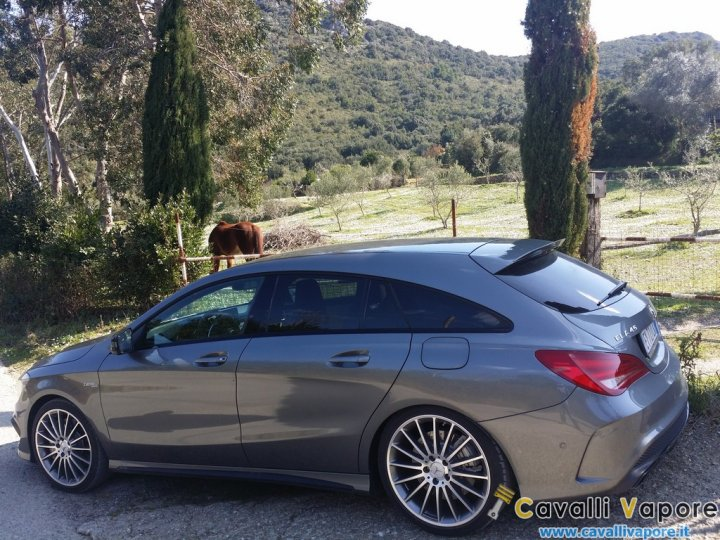 Mercedes-CLA-45-AMG-Shooting-Brake-Laterale