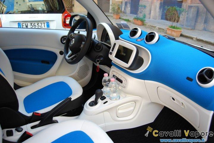 smart-fortwo-twinamic-Interni-Bianco-Blu