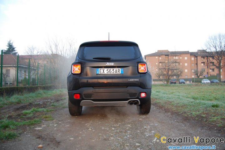 Jeep-Renegade-Limited-Dietro-Alba