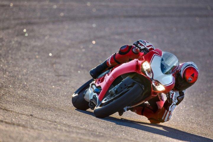 Ducati-Panigale-R-in-Pista-4