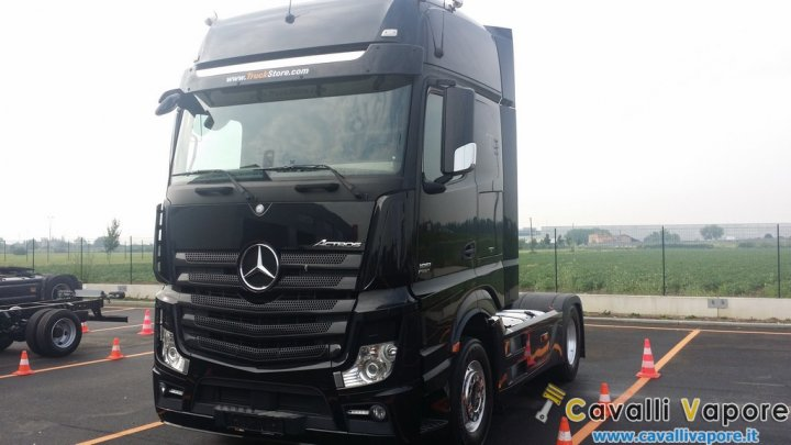 Mercedes-Actros-2