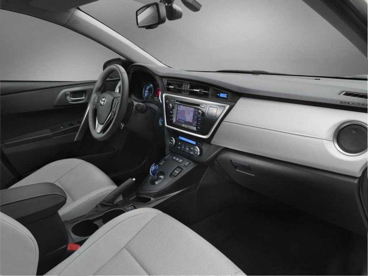 Nuova-Toyota-Auris-Interni