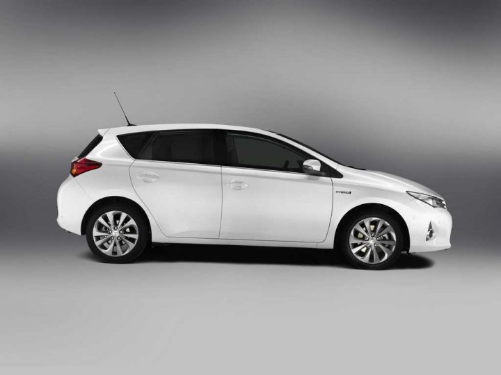 Nuova-Toyota-Auris-Lato